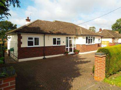 3 Bedrooms Bungalow for sale in Cromwell Lane, Coventry