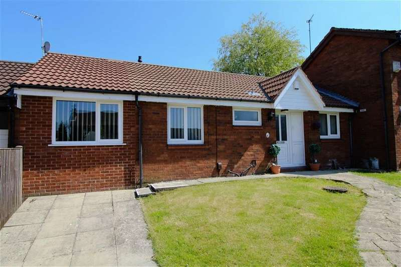 3 Bedrooms Semi Detached Bungalow for sale in Juniper Bank, Reddish, Stockport