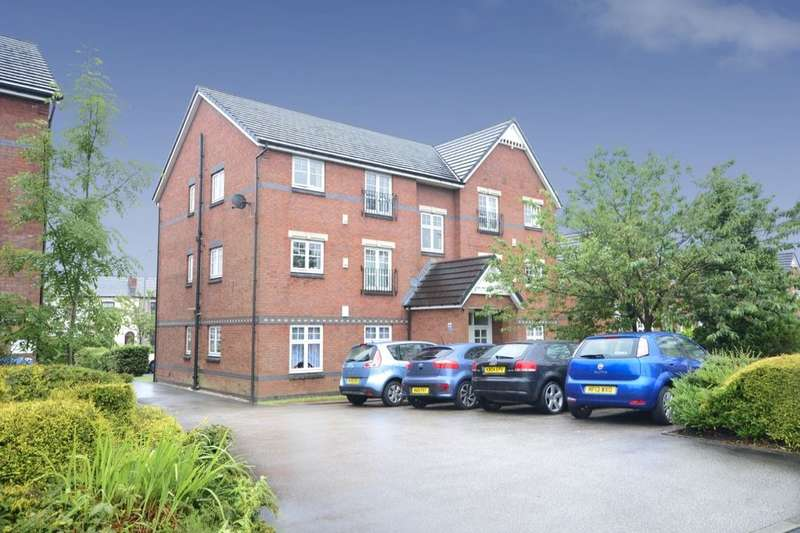 2 Bedrooms Flat for sale in Dixon Green Drive, Farnworth, Bolton, BL4