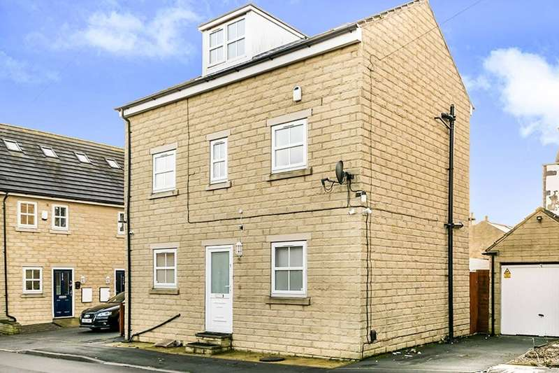 4 Bedrooms Detached House for sale in Healey Street, Batley, WF17