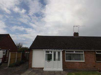 2 Bedrooms Bungalow for sale in Hind Heath Road, Sandbach, Cheshire