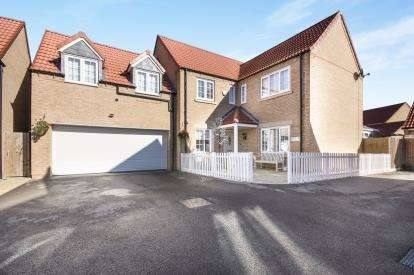 5 Bedrooms Detached House for sale in Magnus Close, Cardea, Peterborough, Cambridgeshire