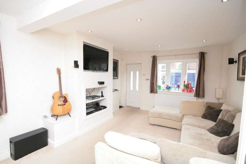 2 Bedrooms Semi Detached House for sale in Lawson Street, Southport, PR9 7QY