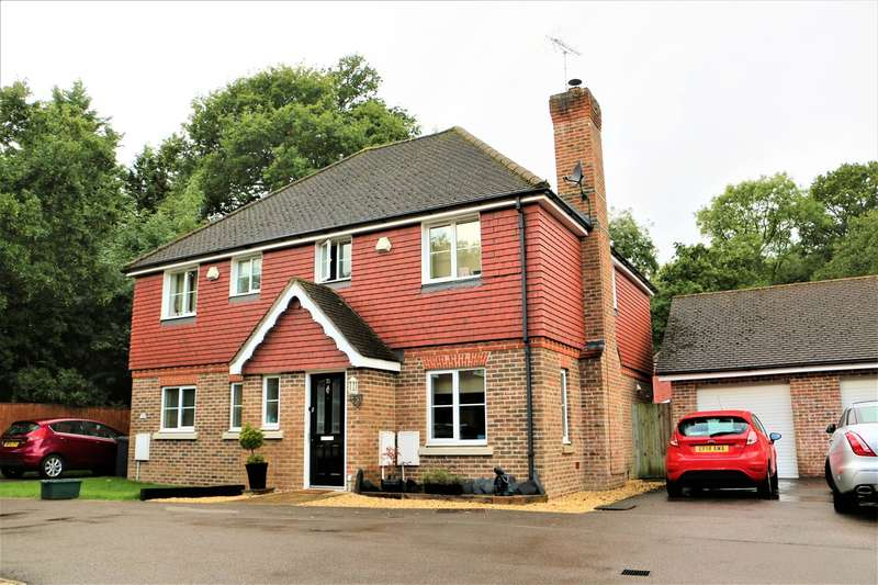 3 Bedrooms Semi Detached House for sale in Pecche Place, Chineham, Basingstoke, RG24