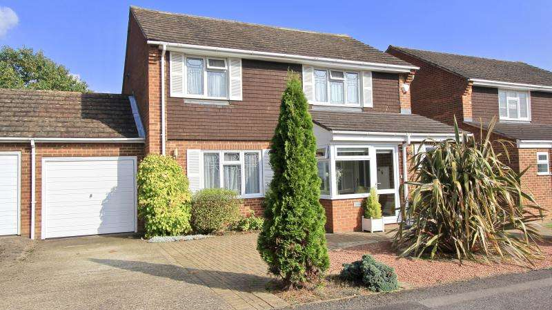 3 Bedrooms Detached House for sale in Culvers Croft, Seer Green HP9