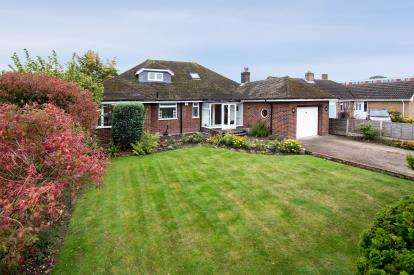 5 Bedrooms Bungalow for sale in Lichfield Road, Burntwood, Staffordshire