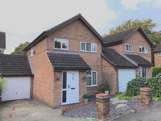 3 Bedrooms Link Detached House for sale in Tadley, Hampshire