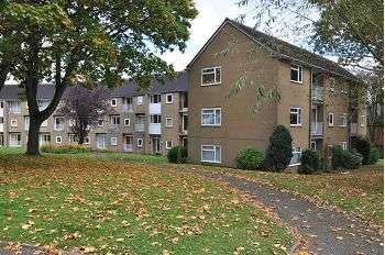 2 Bedrooms Ground Flat for sale in Queensway, Westlands, Newcastle Under Lyme, Staffordshire, ST5 3PX