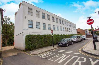 2 Bedrooms Flat for sale in Links View, Greenford, Middlesex, Greater London