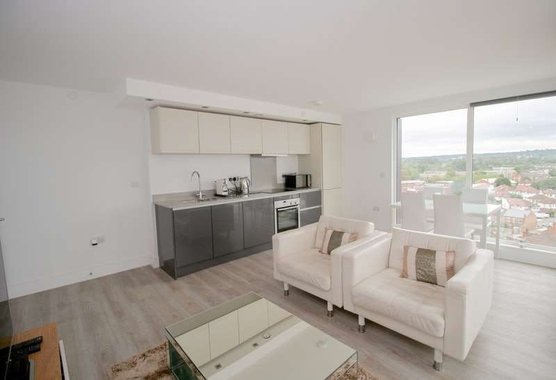 2 Bedrooms Flat for sale in Station Road, Edgware, London, HA8