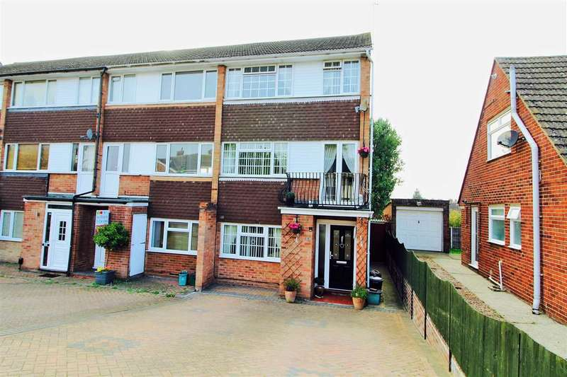 3 Bedrooms End Of Terrace House for sale in Woodside Close, Parsons Heath, Colchester