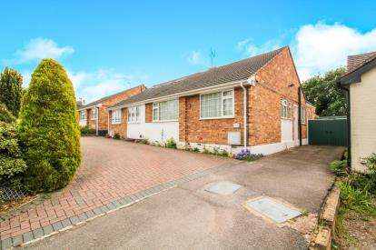 2 Bedrooms Bungalow for sale in Quakers Lane, Potters Bar, Hertfordshire, 51 Quakers Lane EN6 1R