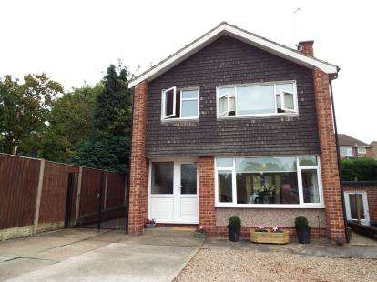 3 Bedrooms Detached House for sale in Ramsey Drive, Arnold, Nottingham
