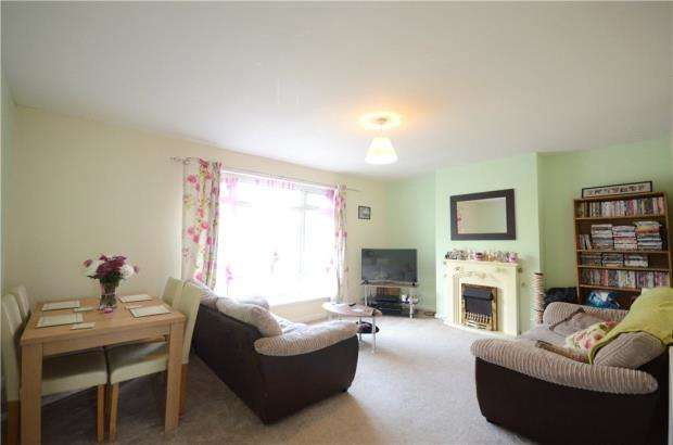 2 Bedrooms Maisonette Flat for sale in Fernhill Road, Farnborough, Hampshire