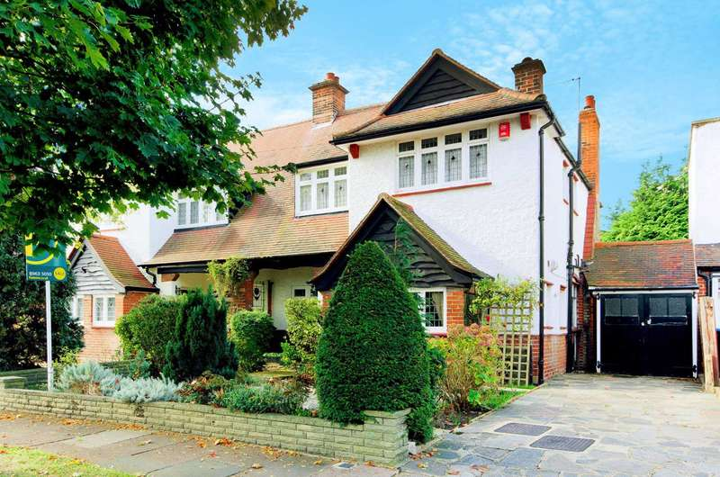 3 Bedrooms Semi Detached House for sale in The Close, Southgate, N14