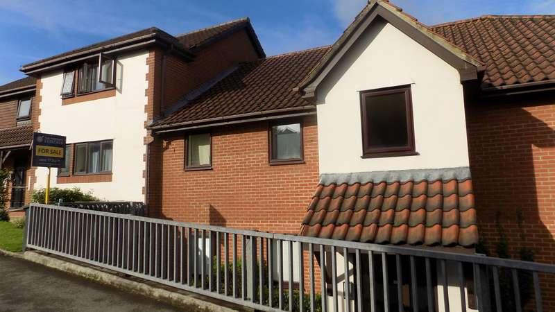 2 Bedrooms Flat for sale in Station Road, Overton, Basingstoke, RG25