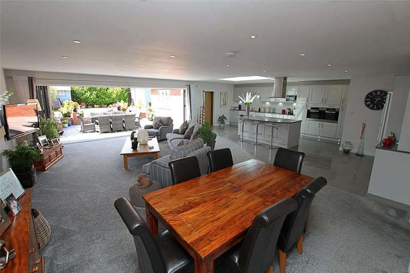 3 Bedrooms Detached Bungalow for sale in Watford Road, St. Albans, Hertfordshire, AL2