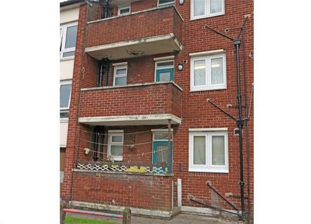 2 Bedrooms Flat for sale in Barlow Street, Eccles, Manchester