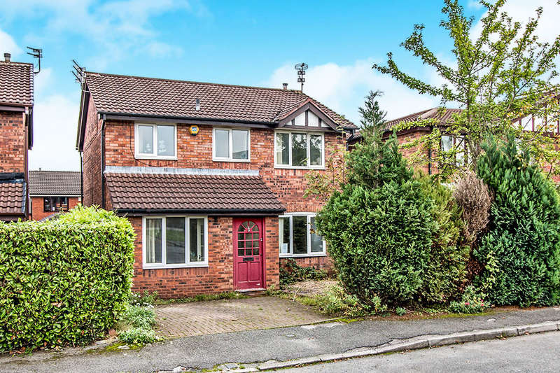 4 Bedrooms Detached House for sale in Moreton Drive, Bury, BL8