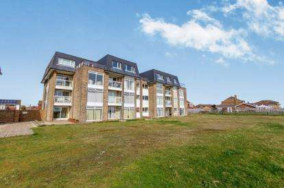 2 Bedrooms Flat for sale in Southwood Road, Hayling Island, Hampshire