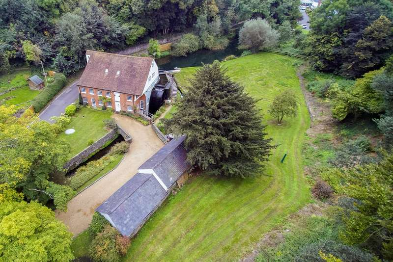 6 Bedrooms Detached House for sale in Hayle Mill Road, Maidstone, ME15