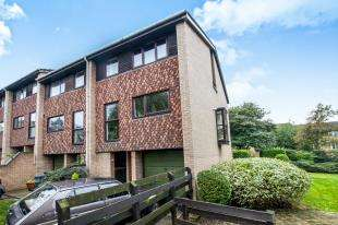 4 Bedrooms End Of Terrace House for sale in Deans Close, Croydon