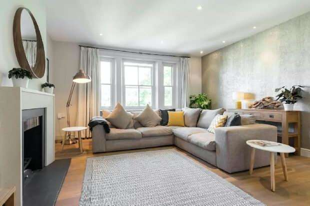 3 Bedrooms Flat for sale in Thurlow Road, Hampstead Village, NW3