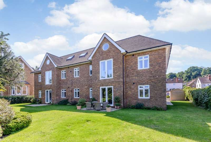 3 Bedrooms Flat for sale in Godalming