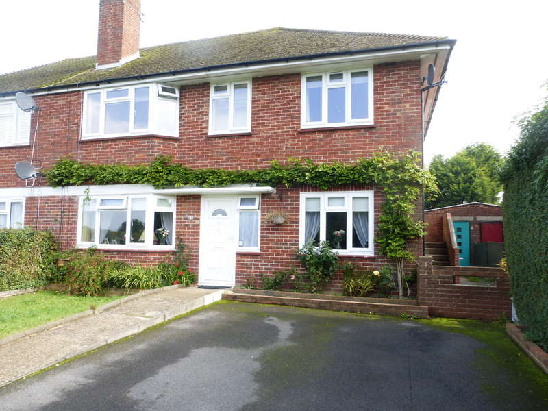 2 Bedrooms Maisonette Flat for sale in North Downs Crescent, New Addington, Croydon, CR0