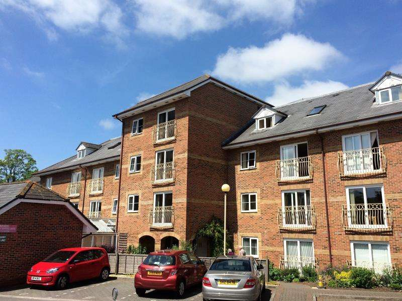 1 Bedroom Flat for sale in Beech Court, Taunton, Somerset