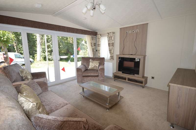 2 Bedrooms Mobile Home for sale in Coghurst Hall Holiday Park, Hastings, East Sussex. TN35 4NP