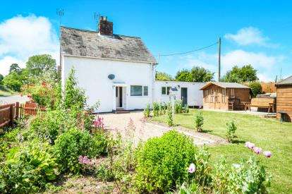 2 Bedrooms Semi Detached House for sale in Shipmeadow, Beccles, Suffolk