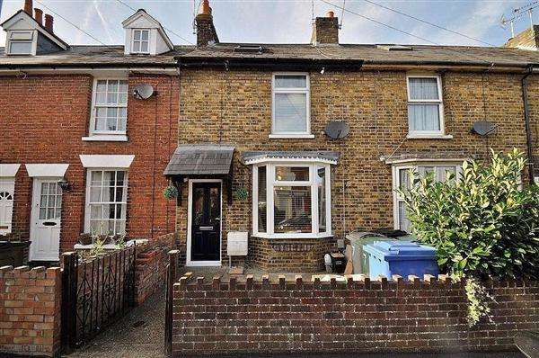3 Bedrooms Terraced House for sale in Ashford, TN24