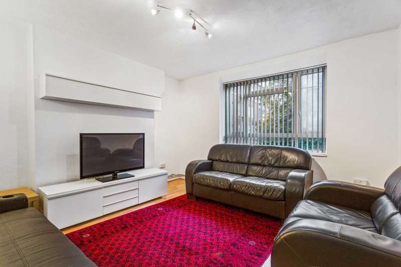 2 Bedrooms Flat for sale in Mackay House, South Africa Road, White City Estate, London W12 7PB