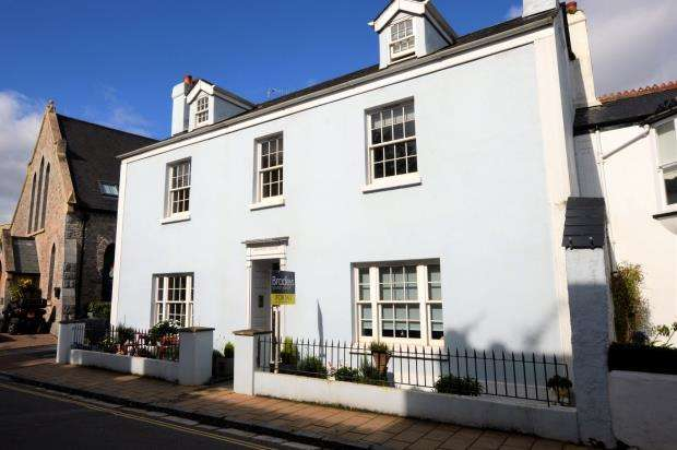 2 Bedrooms Flat for sale in Fore Street, Shaldon, Devon