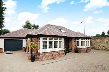 2 Bedrooms Detached Bungalow for sale in Milton Place, Chislehurst, Kent, BR7 5FA