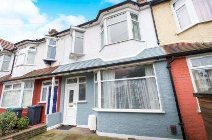 3 Bedrooms Terraced House for sale in Holcombe Road, London