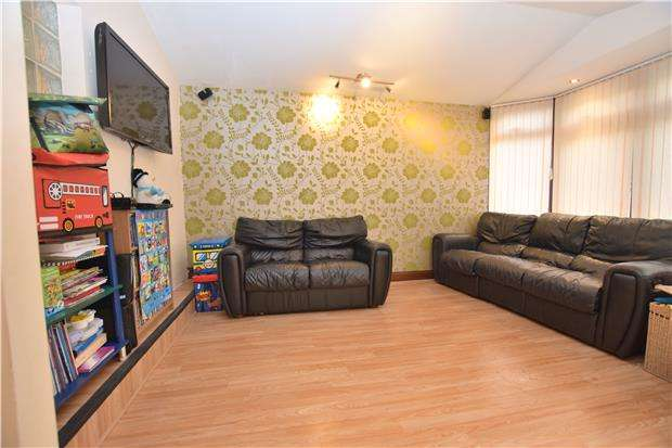 2 Bedrooms Maisonette Flat for sale in Deer Park Gardens, MITCHAM, Surrey, CR4 4DY