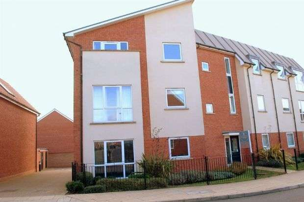 2 Bedrooms Flat for sale in Timken Way North, Duston, Northampton NN5 6WF