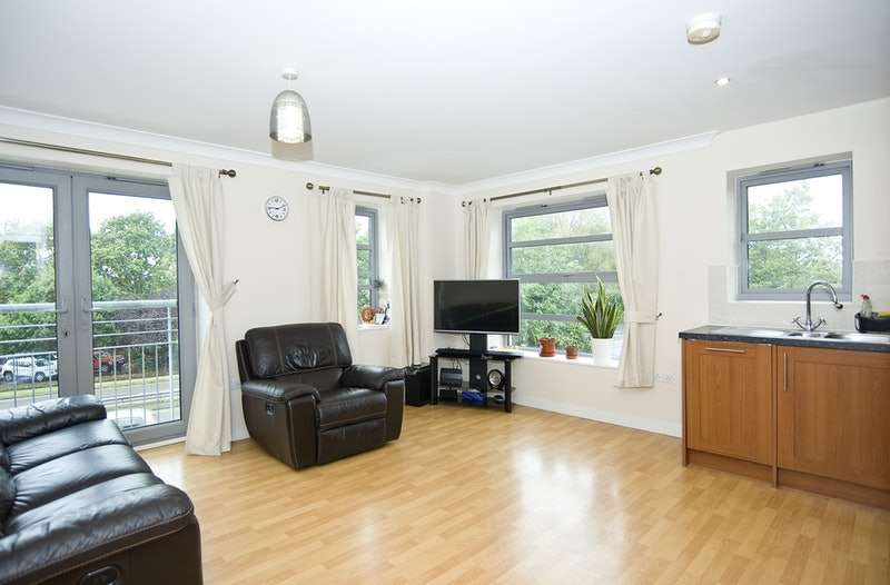 2 Bedrooms Flat for sale in Rotary Way, Colchester, Essex, CO3