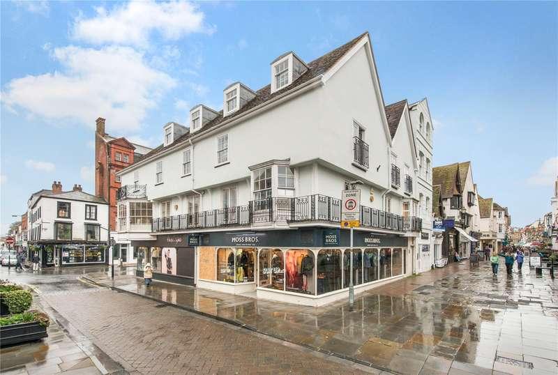 2 Bedrooms Flat for sale in Queens House, Salisbury, Wiltshire, SP1