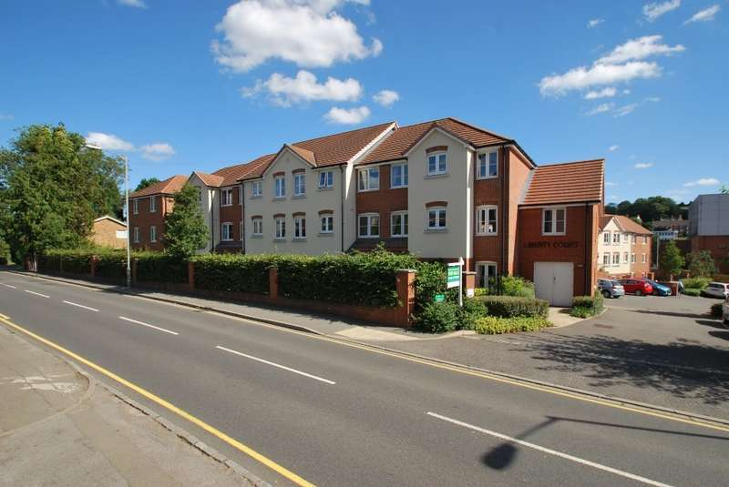 2 Bedrooms Flat for sale in Liberty Court, Bellingdon Road, Chesham, HP5