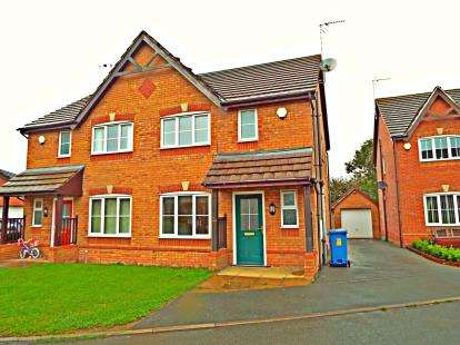 3 Bedrooms Semi Detached House for sale in Top Farm Road, Wrexham, Wrecsam, LL11