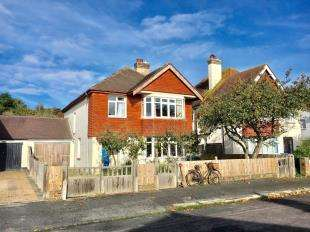 4 Bedrooms Detached House for sale in Selsey Avenue, Bognor Regis, West Sussex