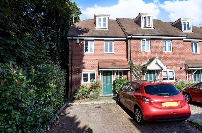 4 Bedrooms End Of Terrace House for sale in Walton on Thames