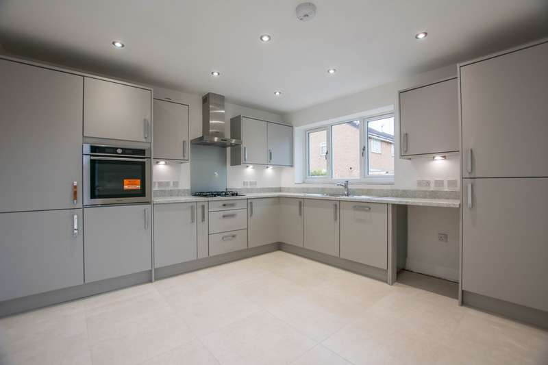 3 Bedrooms Detached House for sale in Henley Drive, Droitwich, WR9 7RX