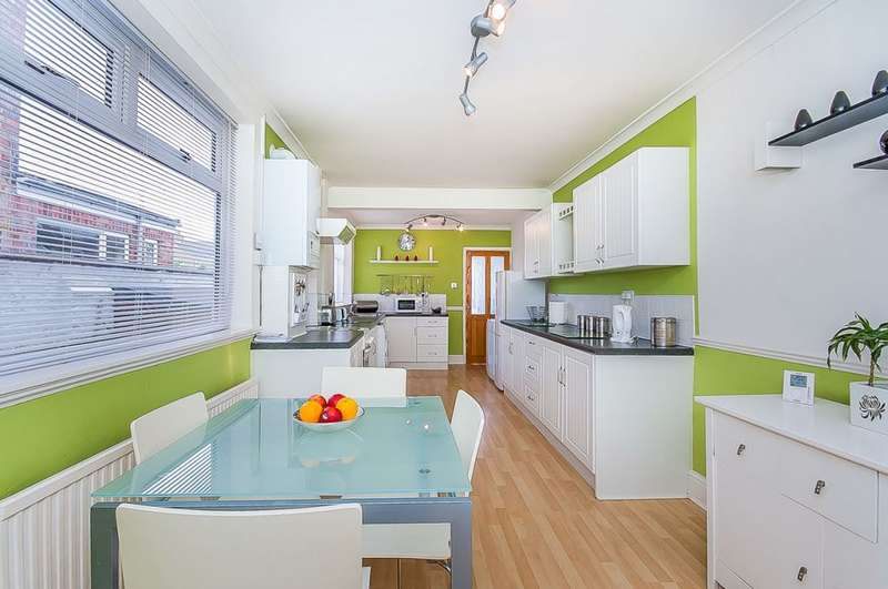 3 Bedrooms Terraced House for sale in Brereton Avenue, Cleethorpes, Lincolnshire DN35