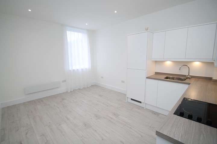 1 Bedroom Flat for sale in Venture House, 42-54 London Road, Staines-Upon-Thames, TW18