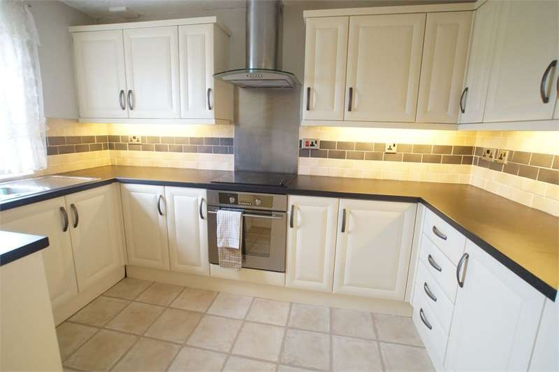 2 Bedrooms Flat for sale in CA28 7QF Sandhills Court, Queen Street, Whitehaven, Cumbria