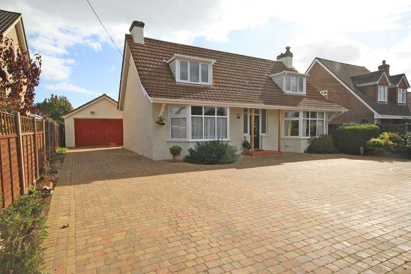 4 Bedrooms Chalet House for sale in Barton Court Road, New Milton